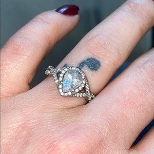 Jewelry - Teardrop gem ring